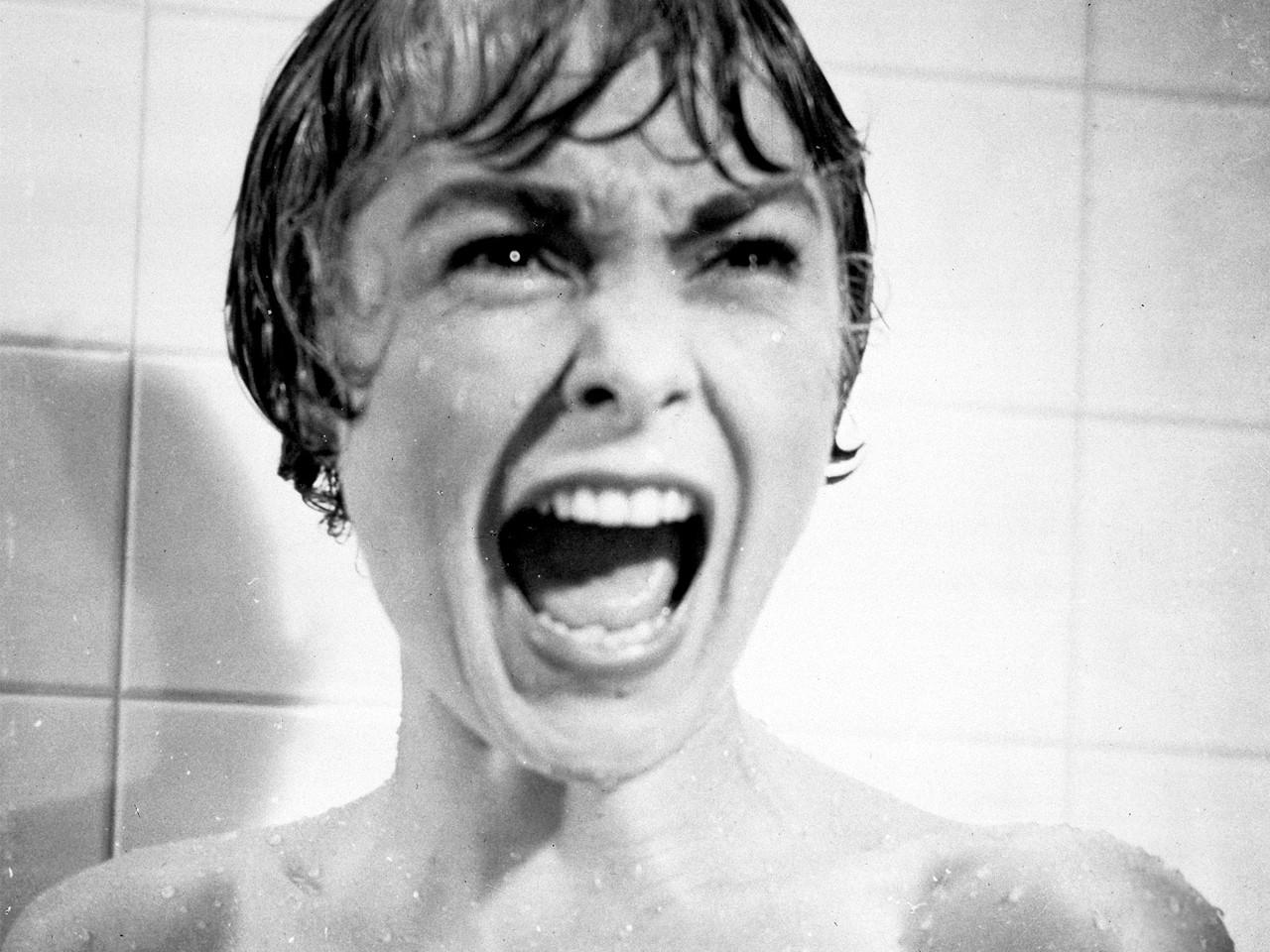 donna urla nella doccia dal film Psyco